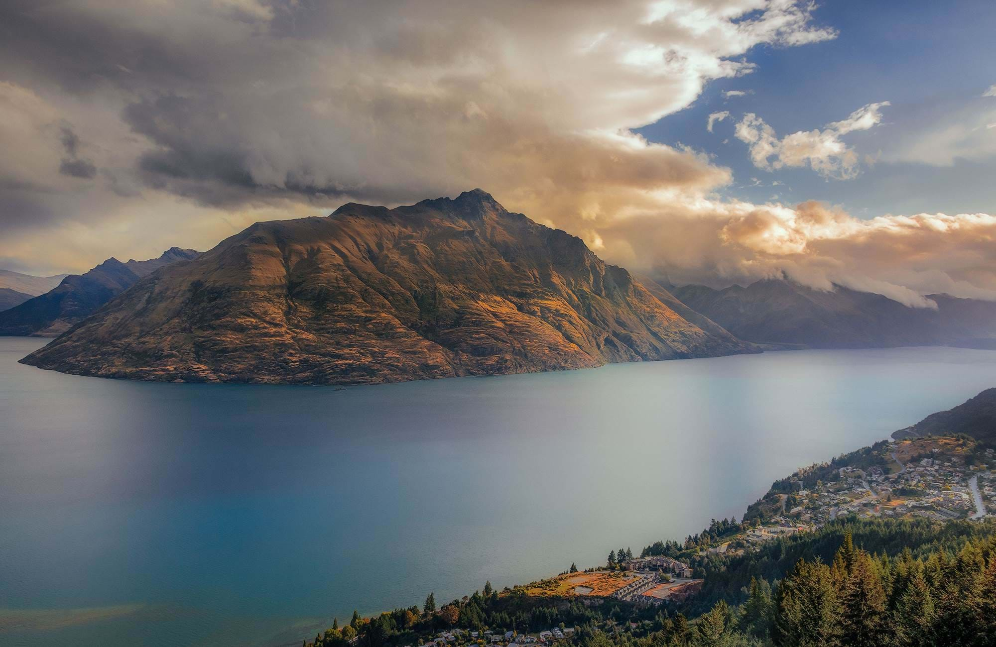 queenstown-city-view-with-rays-of-sun-cover