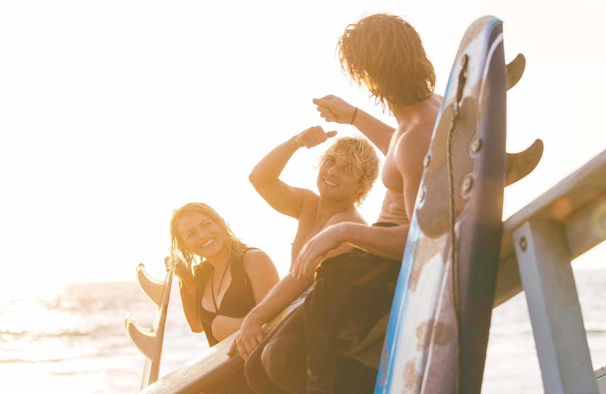 surfing-california-surfers-chilling-on-lifeguard-house-cover