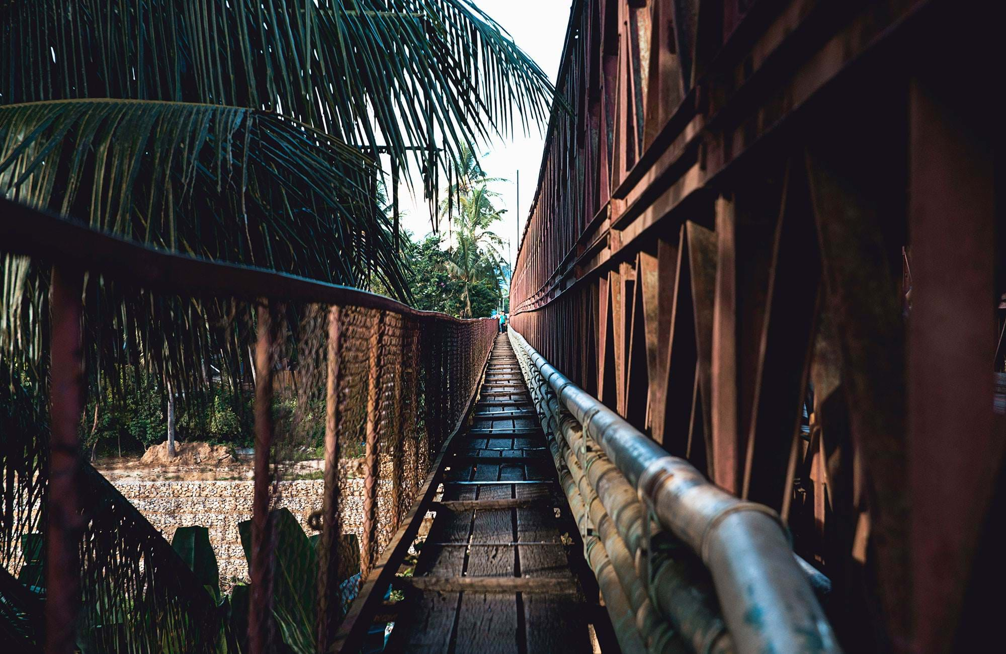 laos-luang-prabang-wooden-bridge