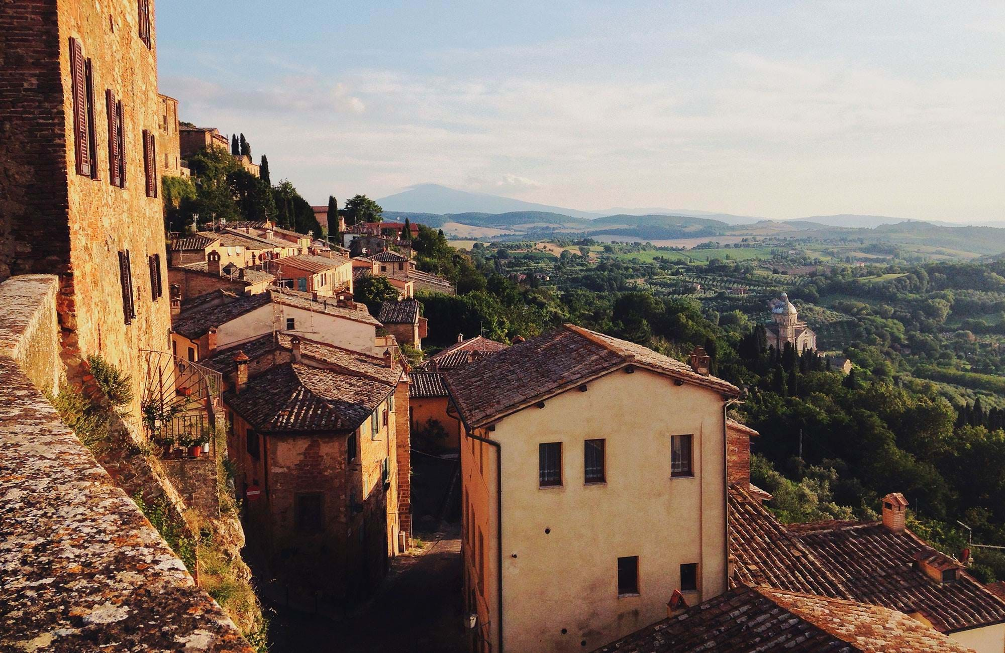 italy-tuscany-small-village