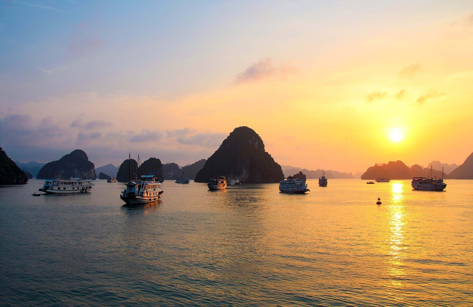 halong-bay-vietnam-sunset-boats