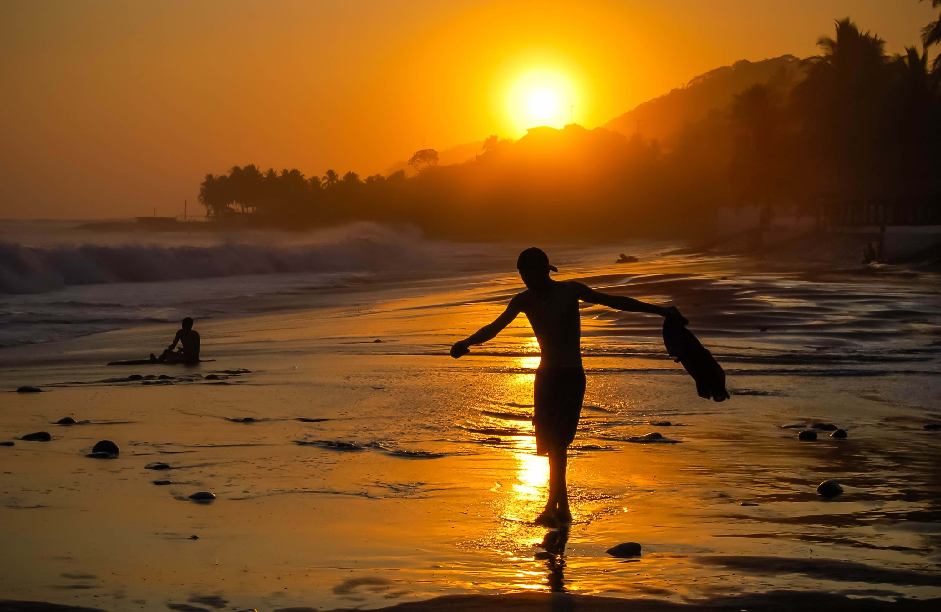 el-salvador-beach-at-sunset