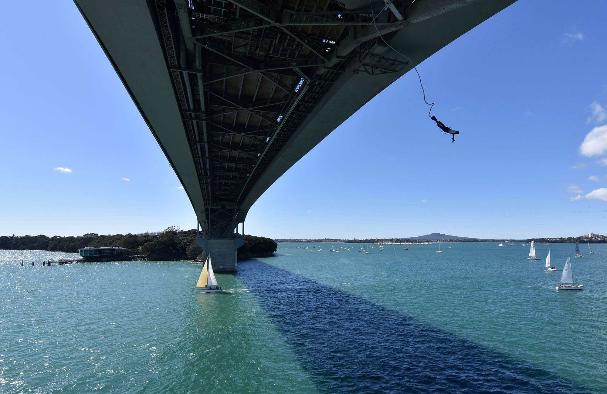 bungy-jump--Harbour-Bridge-Auckland-New Zealand