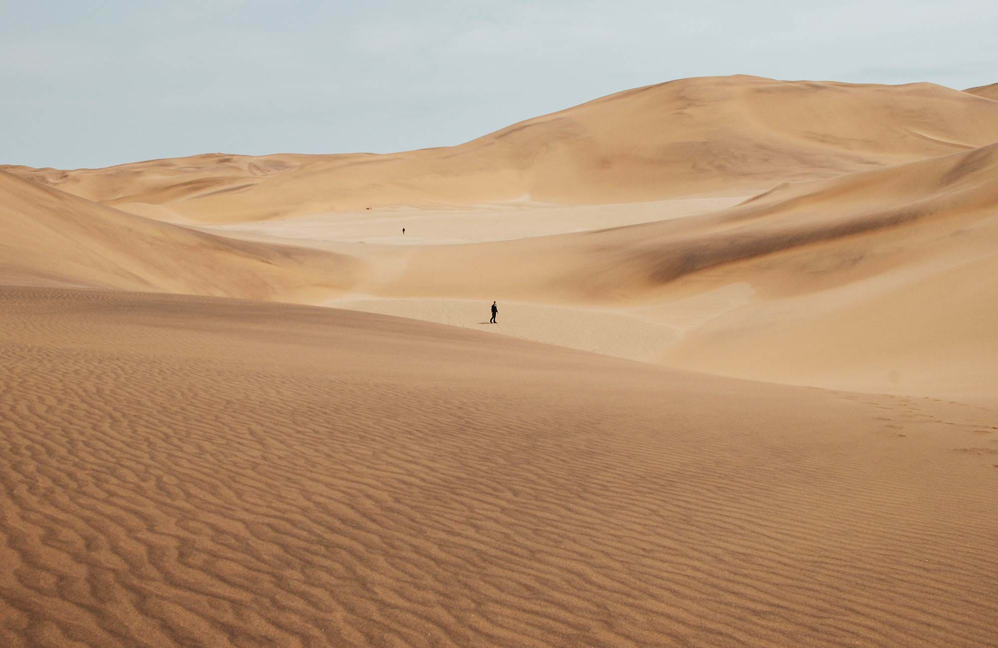 namibia-sand-dunes-alone-in-the-desert