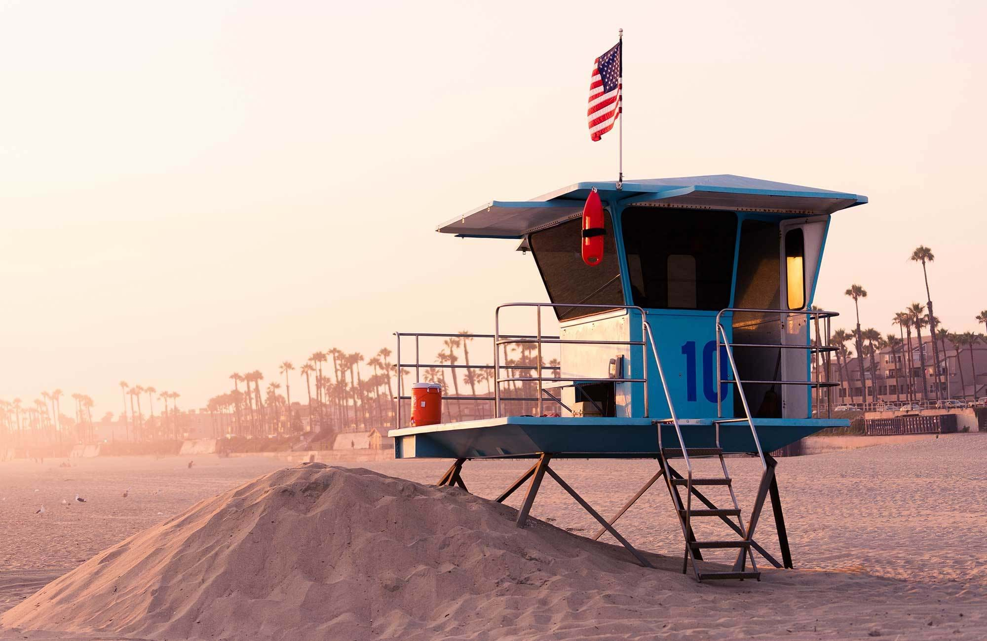 los-angeles-huntington-beach-usa-lifeguarding-station
