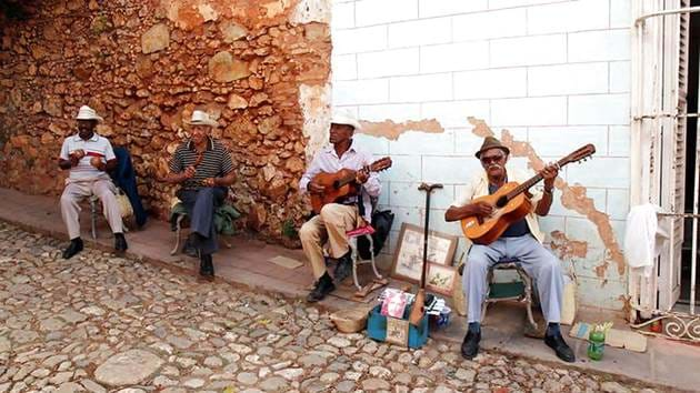 cuban-buskers-in-trinidad_1280_720px